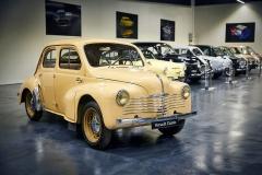 """Renault 4 CV neboli """"želvičku"""" není nutné představovat. V letech 1946 až 1961 jich vzniklo přes 1,1 milionu kusů a byl to právě tento vůz, jenž """"Francii postavil na kola"""""""