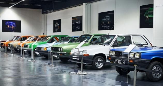 Speciální výstava představující vprůřezu vývoj značky Renault zaposledních 120 let nebyla přístupná veřejnosti. Odehrála se v prostorách závodu Flins u Paříže