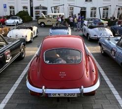 Skladba zúčastněných vozů byla velmi pestrá, nechybělo ani několik vozů Jaguar, včetně totoho E-Type Coupé