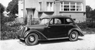 Tatra 57 B ročníku 1939 s novou zaoblenou maskou a volantem vlevo