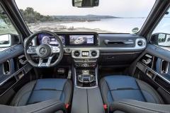 Interiér třídy G poskytuje vrcholný luxus odpovídající zvyklostem u vozů vyšších segmentů. Interiér oproti předchůdci zaujme především větší šířkou