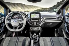 Řidič se v nové Fiestě ST může spolehnout také na ještě lepší volant ařízení se strmějším převodem