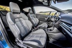 Sportovně laděná Fiesta ST osloví vynikajícími sedadly Recaro avdetailech upraveným pracovištěm řidiče