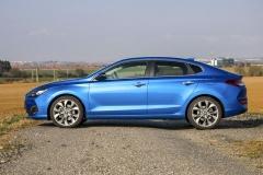 Ve srovnání se základním hatchbackem i30 je provedení Fastback nižší o30 mm a nabízí o115 mm prodloužený zadní převis