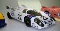 Porsche 917 LH vítězné posádky Helmut Marko/Gijs van Lennep ze slavného závodu 24 h Le Mans 1971 (dosáhli průměrné rychlosti 222,304 km/h)