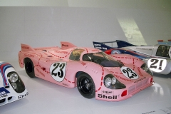 Porsche 917/20 vrůžové barvě sřeznickými motivy, německá posádka Reinhold Joest/Willi Kauhsen ve 24 h LeMans 1971 po havárii neuspěla