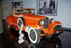 Věhlasný architekt Frank Lloyd Wright navrhl neobvyklou barvu Taliesin Orange pro svůj Cord L29 (1929)