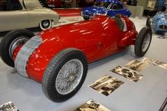 Alfu Romeo Type 308 (1938) sřadovým osmiválcem 3,0 l akompresorem Roots (300 k; 270 k) zkonstruoval Gioacchino Colombo na základě pokynů Enza Ferrariho. Debutovala na GP Pau (1938). Jean-Pierre Wimille s ní vyhrál třikrát: GP de Bourgogne 1946; GP du Roussillon – Circuit des Platanes a GP São Paulo 1948