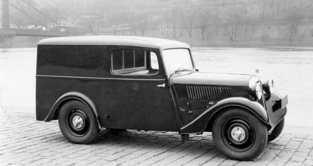 Jedna ze dvou prvních dodávek Škoda Popular na snímku z jara 1934
