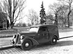 Dodávkový vůz ročníku 1938 smotorem OHV asvětlomety na blatnících