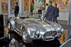 Nesmrtelná Cobra čeká na inspekci syna zakladatele. Shelby pokračuje ive výrobě původních typů GT40 Mk II iDaytona