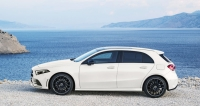 Nová generace vozu Mercedes-Benz třídy A zaujme sportovnějšími proporcemi s delší kapotou, jejíž přední část je o55mm níže neždříve