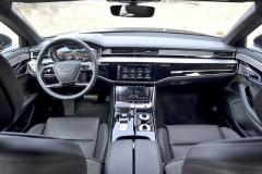 Pracoviště řidiče jemimořádně jednoduché aelegantní. Takto by měly vypadat vozy Audi budoucnosti