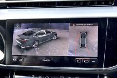 """Příplatkový systém se čtyřmi kamerami nabízí řidiči i díky výkonnému procesoru astředovému dotykovému monitoru sbrilantním rozlišením dokonalý """"rozhled"""" kolem vozu"""