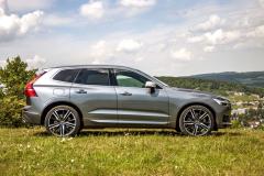 Dynamický profil modelu Volvo XC60 u testovaného vozu podtrhovala kola sprůměrem 21 palců. Daní za jejich vizuální atraktivitu je omezený komfort