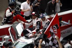 Fernando Alonso a Sébastien Buemi na voze, Kazuki Nakajima je veze na stupně vítězů...