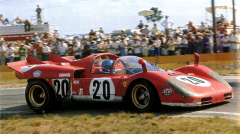Ferrari 512 S Spider (No.1012) dvojice Ickx/Schetty na trati dvanáctihodinovky v Sebringu na Floridě (1970)