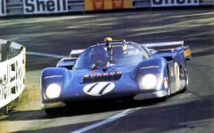 Ferrari 512 M (No.1040), přestavěný ze spideru 512 CanAm v týmu Penske, vedl ve 24 h LeMans 1971 (Donohue/Hobbs po4 h odpadli s poruchou motoru)
