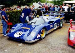 Nejrychlejší Ferrari 512 M (No.1040 týmu Penske/Kirk F.White s motorem vúpravě Traco) na snímku z Goodwoodu, nejlépe třetí ve 24 h Daytony 1971