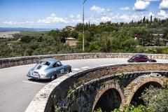 Klasické vozy a historické krásy Itálie – máloco jde tak dobře dohromady. Porsche 356 v San Quirico d´Orcia