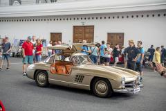 """Nadčasově krásný Mercedes-Benz 300 SL """"Gullwing"""" s výklopnými dveřmi"""