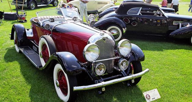 Auburn 8-120 Boattail Speedster model 1929, řadový osmiválec 88 kW (120 k), se dodával také s jinými karoseriemi (sedm typů)