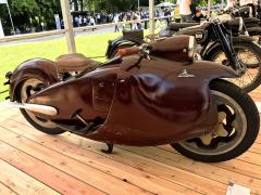 Motocyklový vítěz soutěže, bizarně kapotovaný italský Moto Major (1948) s jednoválcem 347 cm3 a unikátním zavěšením kol. Jeho konstruktér Salvatore Maiorce se specializoval na podvozky letadel. Kapotáž zhotovila letecká divize Fiatu. K sériové výrobě nedošlo