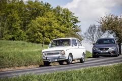 Fiat 850 Special v nerovném souboji smoderním modelem Seat Leon Cupra R