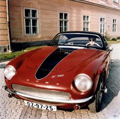 JK 2500 v podobě zroku 1958 smotorem V8 a nápisem Tatra