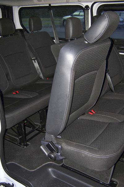 opel-Ke třetí řadě sedadel je slušný přístup a místa je tam dost