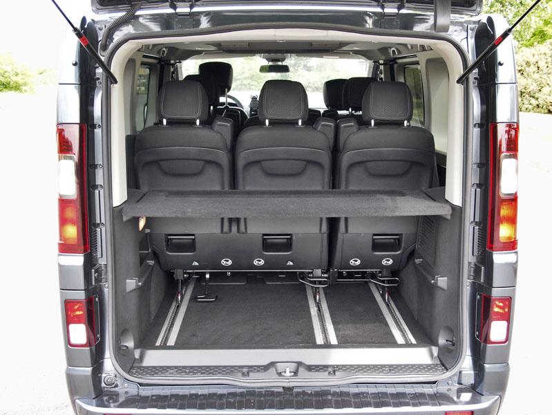 renault-Zavazadlový prostor lze zvětšit jak posouváním sedadel vkolejnicích, tak i jejich postupným vyjmutím