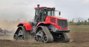 Traktor K-744 s pásovými podvozky