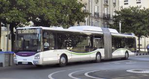 Kloubový autobus Iveco Urbanway na zemní plyn
