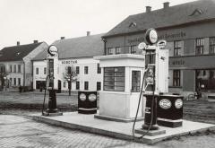 Takto vypadala čerpací stanice za první republiky