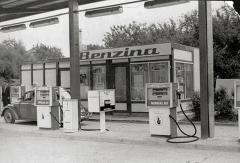 Benzina na začátku šedesátých let