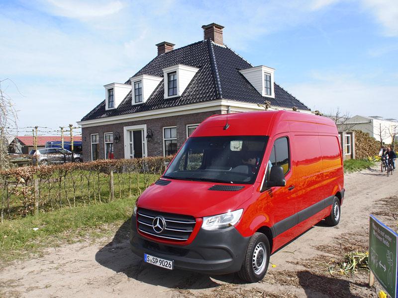 Projíždělo se malebnou nizozemskou krajinou