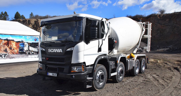 Scania P 410 8x4 sdomíchávačem betonu