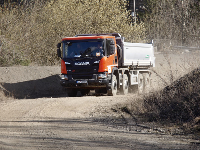 Sklápěč Scania P 450 8x4