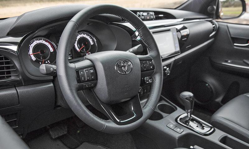 """""""Ediční"""" Hilux má komfortní interiér a samočinnou převodovku"""
