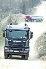 Stavební vozidla Scania New Generation XT jsou jedny znejsofistikovanějších naautomobilovém trhu. Jízda snimi je opravdu velmi komfortní aevokuje řízení osobního automobilu střední třídy. Smotorem DC 13 vevýkonové verzi 500 kje to opravdová radost.