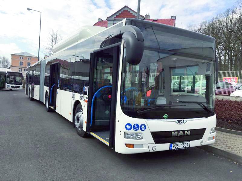 Vokamžiku, kdy se Dopravní podnik města Děčína rozhodl kpořízení nové flotily městských autobusů, nabídlo české zastoupení mnichovské značky MAN vozidla poháněná motory nastlačený zemní plyn, CNG.