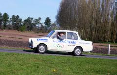 """DAF """"Daffodil"""" 31 z roku 1964 v plné jízdě se šoférem, kterého je opravdu plná """"kabinka"""" (foto: Roman Kment)."""