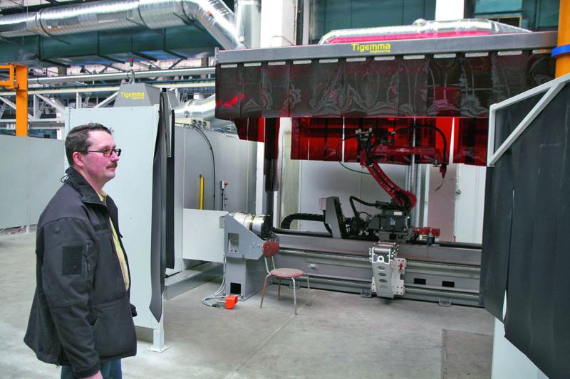 Svařovací automat, naněmž budou probíhat automatické svařovací operace při výrobě nosných rour/trub podvozků Tatra.