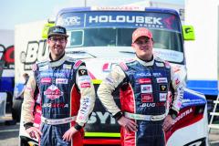 Dvojice pilotů Buggyra RAcing pro sezonu 2018: vlevo – Oly Janes, rodák zBristolu, vpravo mistr Evropy pro rok 2017 Adam Lacko.