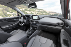 Pracoviště řidiče vyniká decentně komfortním zpracováním akvalitními materiály.