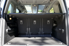 Základní objem zavazadlového prostoru představuje 775 l, u verze XL dokonce 1050 l. Prosklená střecha činí interiér vzdušným
