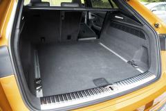 Zavazadlový prostor těží ze samotné velikosti vozu. Jeho základní objem činí 605 l