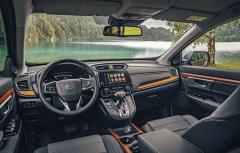 Nová palubní deska vyniká kvalitními materiály aznamenitou ergonomií