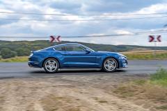Modernizace vtiskla Mustangu ještě vytříbenější, celkově lépe sladěné a evropským zvykům bližší jízdní vlastnosti