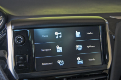 """Systém Grip Control nabízí kromě běžného silničního režimu a režimů Mud&Snow, Sand nebo Offroad také možnost ESP úplně vypnout. Po překročení rychlosti 50 km/h se ale ESP opět zapne. Středový displej o velikosti 7"""" je standardem pro všechny výbavy"""